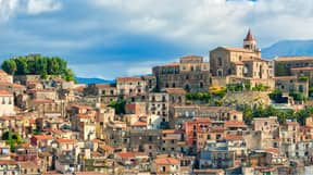 Beautiful Italian Town Of Castiglione di Sicilia Is Selling Hundreds Of Houses For 87p