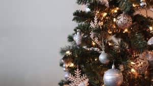 ​It Turns Out We've Been Hanging Christmas Tree Lights Wrong This Whole Time
