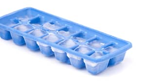 It Turns Out We've Been Filling Ice Cube Trays Wrong This Whole Time