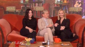 Courteney Cox And Lisa Kudrow's Impromptu 'Friends' Reunion Is Everything