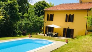Family Are Selling Their £400k Tuscan Villa For £25 A Ticket