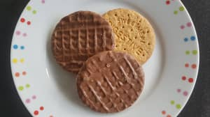 It Turns Out We've Been Eating Chocolate Digestives All Wrong