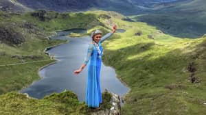 Woman Climbs Snowdon Dressed As Elsa For Friend With Terminal Cancer