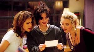 Lisa Kudrow 'Felt Like A Mountain' Next To Jennifer Aniston And Courteney Cox On 'Friends'