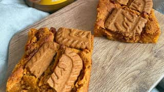 People Are Now Making Biscoff Blondies And They Look Insane