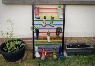 ​People Are Turning Old Cots Into Garden Features