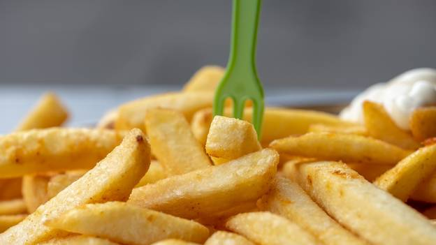 Twitter Users In Furious Debate Over Whether To Put Salt Or Vinegar On Chips First