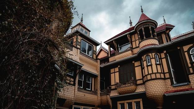 You Can Now Do A Virtual Tour Of California's Most Famous Haunted House