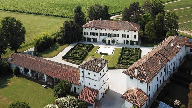 A Stunning Prosecco Vineyard In Rural Italy Is Up For Sale