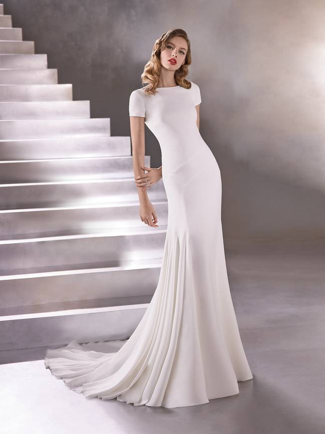 The Spanish bridal atelier is offering free wedding dresses to NHS workers (Credit: Pronovias)