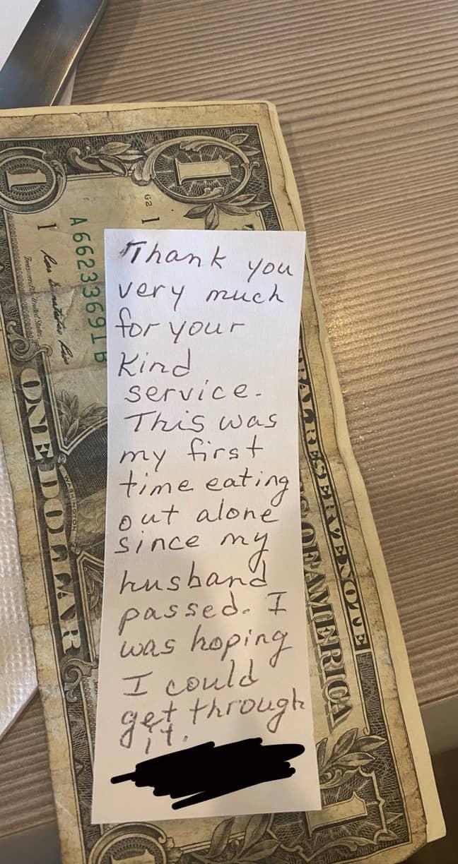The handwritten note. Credit: Twitter @alienpopstarr