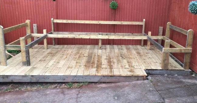 The bench structures are built from 2x4 timber while the seats and backs were created using old pallets (Credit: Latestdeals.co.uk)