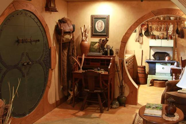 There's a cute desk complete with quill and paper (Credit: Airbnb/Hobbit's Dream)