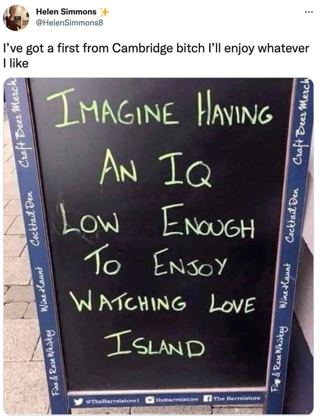 Helen Simmons posted the pub sign on Twitter (Credit: Helen Simmons-Twitter)
