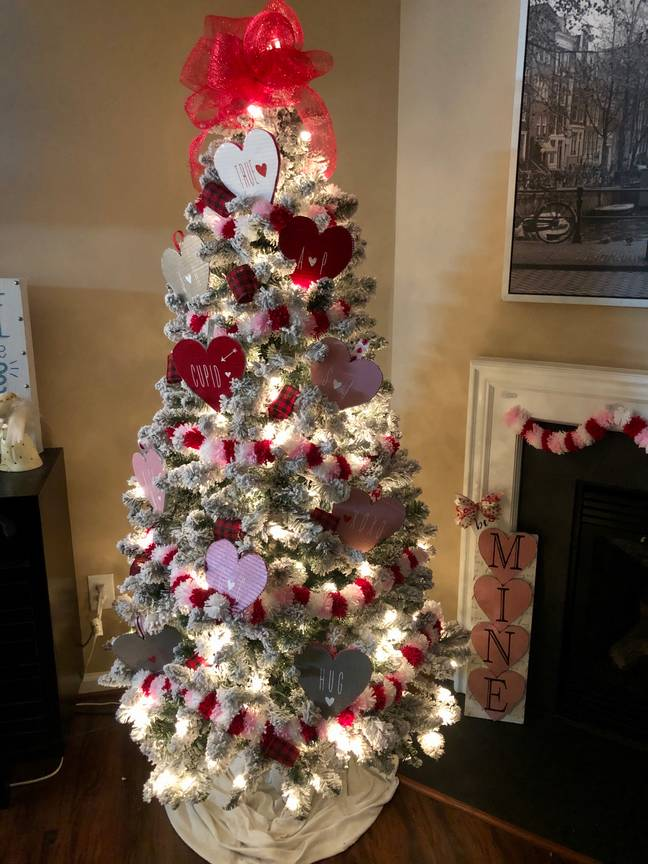 Jady whipped up a garland and cardboard love hearts to make the tree season-appropriate (Credit: Instagram/DesignwithJady)