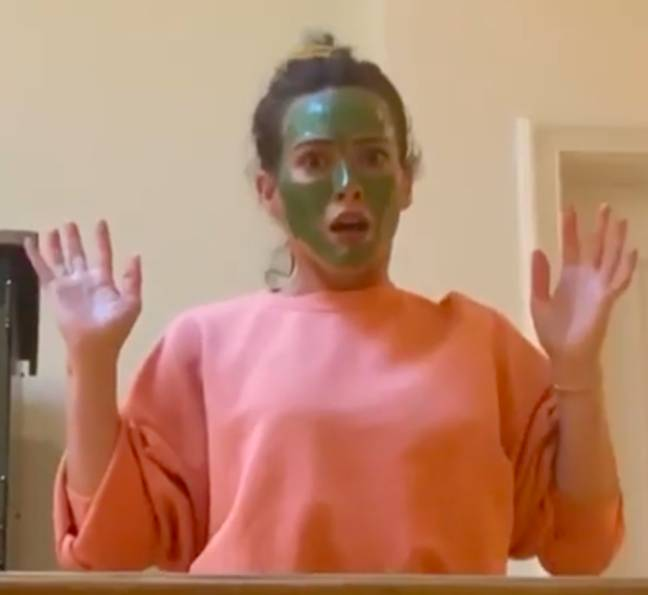 Hilary can be seen recreating the face mask scene (Credit: Twitter/Bonnie Hunt)
