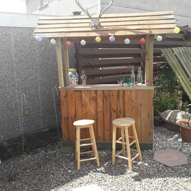 Glasgow-based Stephen Robertson's garden Tiki Hut is now open for drinks (Credit: Stephen Robertson / @dapper__dandy)