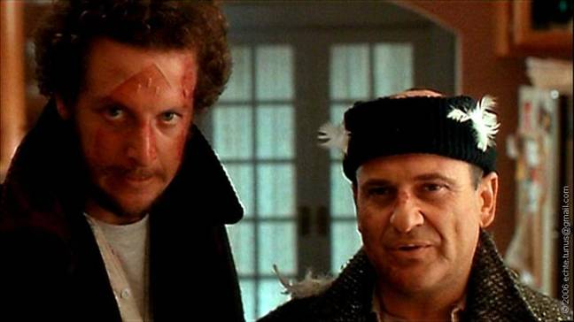 Joe Pesci and Daniel Stern as the mean burglars in Home Alone (Credit: 20th Century Fox)