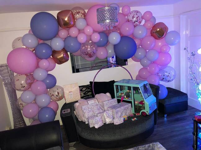 Amazon shopper Stephanie Robinson said her balloon arch was