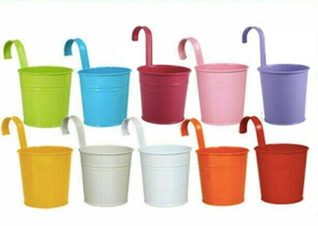Tammy used colourful planters such as these ones for her garden wall feature (Credit: Ebay)