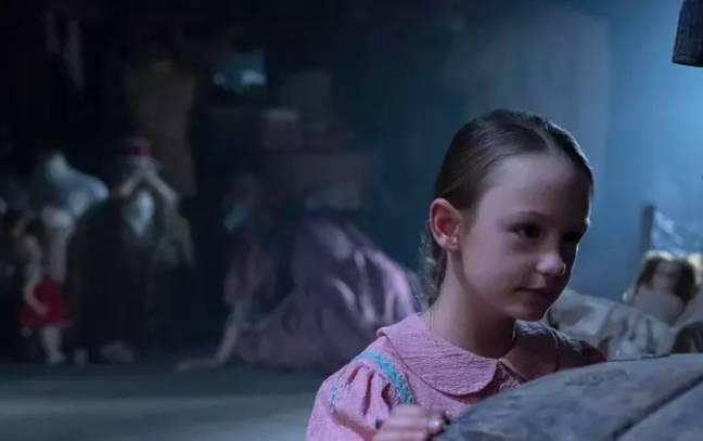 Flora is played by nine-year-old Amelie Bea Smith (Credit: Netflix)