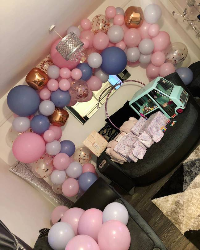 Thrifty shopper Stephanie Robinson was thrilled with her £14 balloon arch kit from Amazon (Credit: Stephanie Robinson)