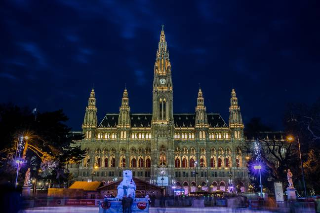 Vienna's baroque palace backdrop to its market looks breathtaking (Credit: Civitatis)