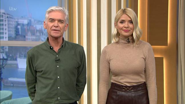 Holly and Phil chatted to the couple about the stolen purse (Credit: ITV)