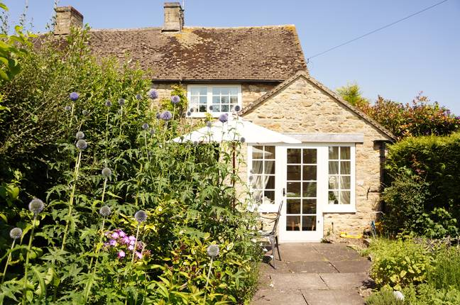 Farthing Cottage is available for one heartbroken holidaymaker (Credit: Independent Cottages)