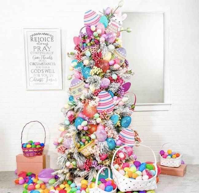 This Easter tree is simply eggstraordinary (Credit - Instagram: jeannaloveschristmas)