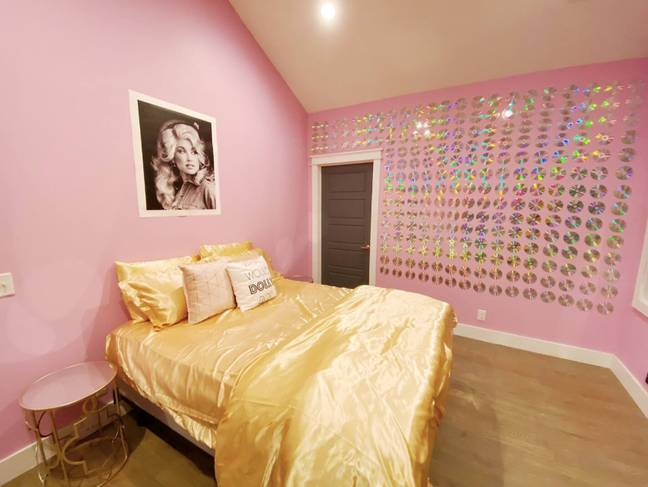There's a whole Dolly Parton room! (Credit: Airbnb)