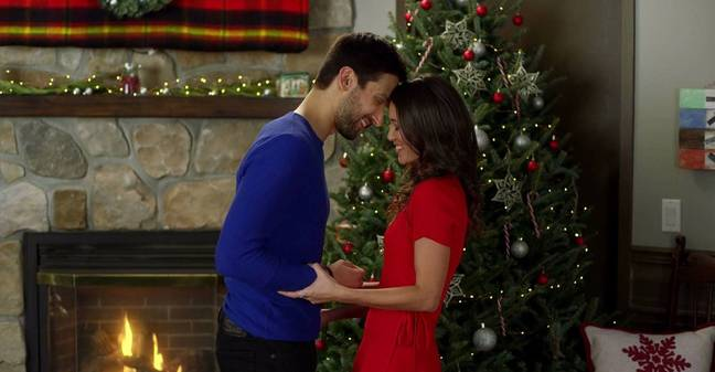 A Christmas With A View sees love develop in a ski resort kitchen (Credit: Netflix)