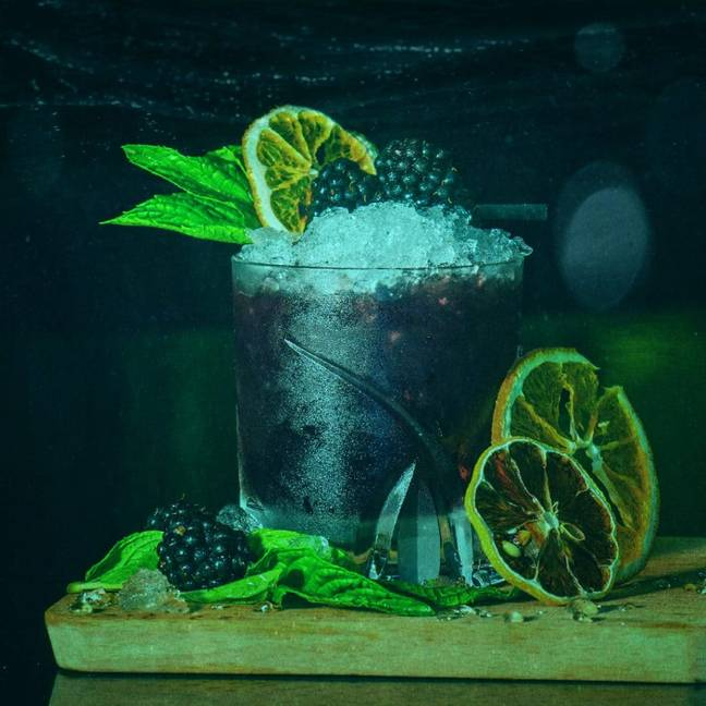 The experience includes three bespoke ocean-themed cocktails (Credit: Fever)