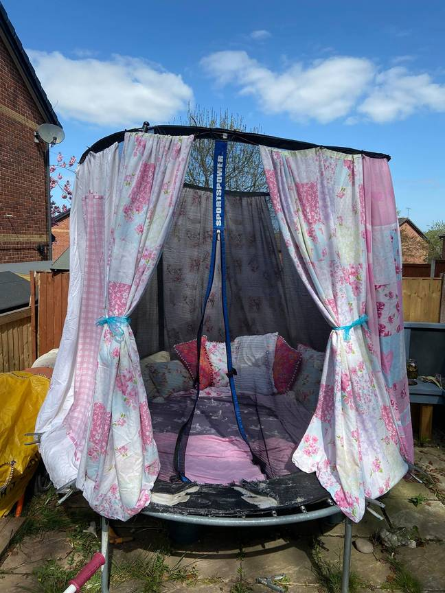 Cari Hooson attached sheets to her trampoline safety net using cable ties (Credit: Cari Hooson/Facebook)