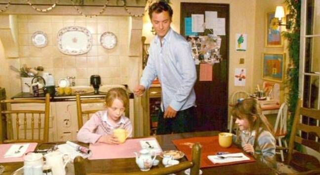 Sophie (right) and Olivia (left) with their dad Graham, played by Jude Law (Credit: Columbia Pictures)