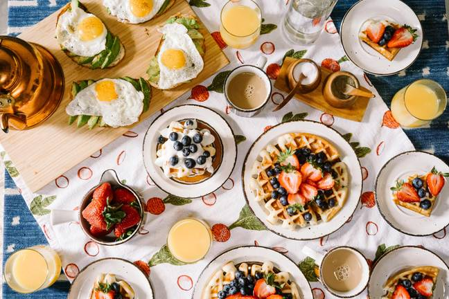 Pysdro is looking to find the best bottomless brunches in the UK (Credit: Unsplash)
