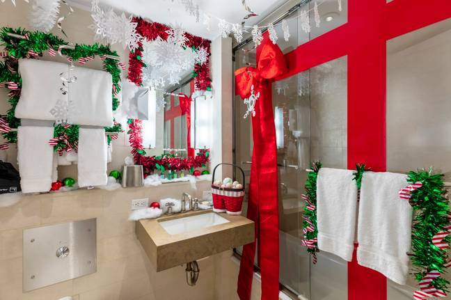 The shower is wrapped like a present. (Credit: Club Wyndham)