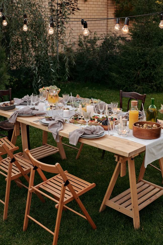 Hire someone else's garden for your rule of six parties (Credit: Pexels)
