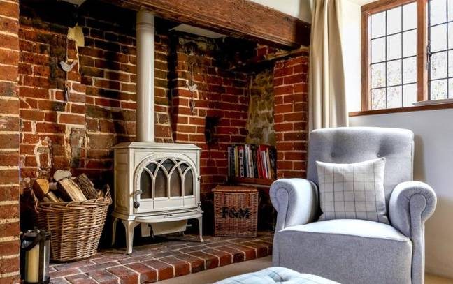 The cottage does have a very cosy looking fireplace. (Credit: Right Move/Hamptons)