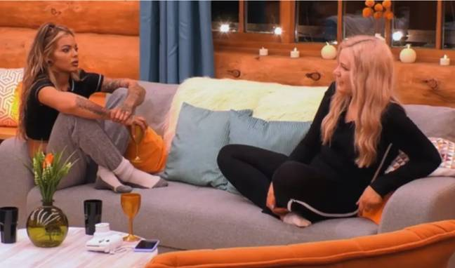 Charlotte and Sarah became the first 'cabins couple' (Credit: ITV2)