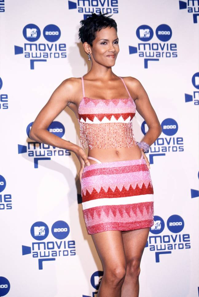 Halle Berry on the red carpet at the 2000 MTV Movie Awards (Credit: Shutterstock)