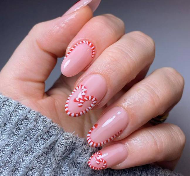 These candy cane nails are simple yet elegant (Credit: Instagram/@nails_by_jade)