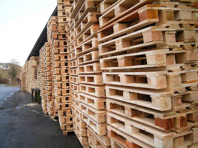 Anyone else feeling seriously inspired to go and pick up some old pallets right now? (Credit: WikiCommons)