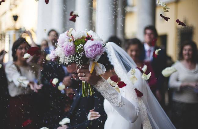 Under current rules, weddings and civil partnership ceremonies must only take place with up to 6 people (Credit: Pixabay)
