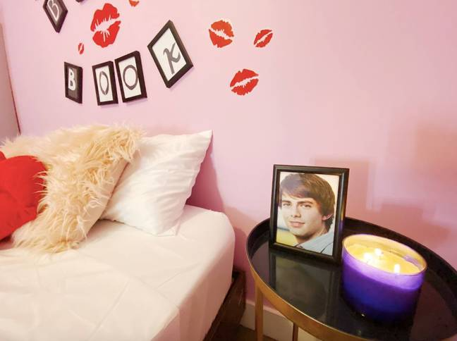 An Aaron Samuels photo by the bedside? Dreamy (Credit: Airbnb)