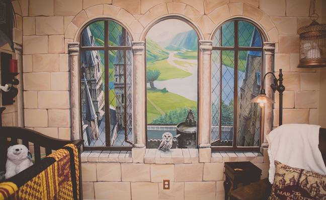 The mural by Nate Branowski brings the room to life (Credit: Kristi-Lee Photography)