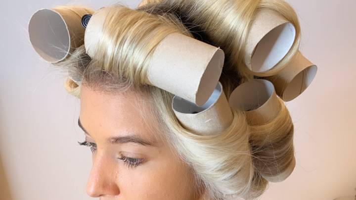 Hair Stylist Shows How To Curl Hair With Empty Toilet Rolls