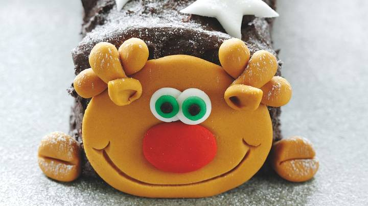 ASDA Is Now Selling A Roddy The Reindeer Cake For Christmas