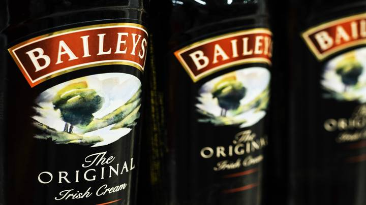 Baileys Launches Boozy Chocolate Blondie Bars