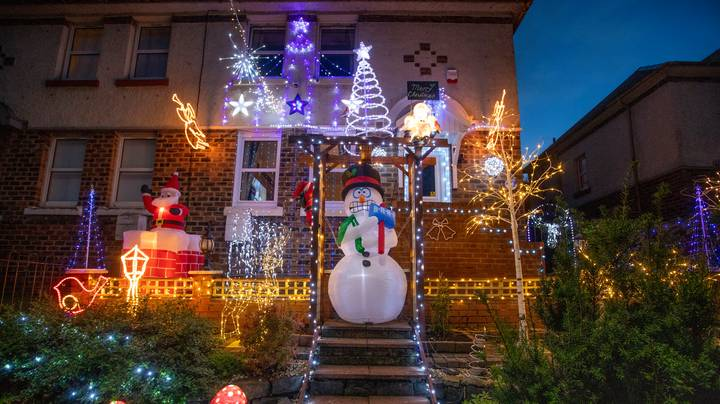 Family Put Up Christmas Lights Two Months Early To Cheer Up Neighbours